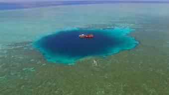 Das blaue Loch aus der Vogelperspektive.