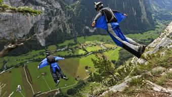 Zwei Basejumper sind im Berner Oberland tödlich verunfallt (Symbolbild)
