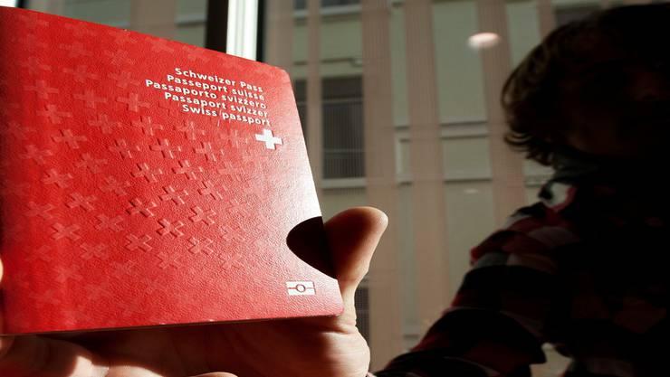 Gesuchsteller für den Schweizer Pass sollen im Aargau besser durchleuchtet werden. Keystone