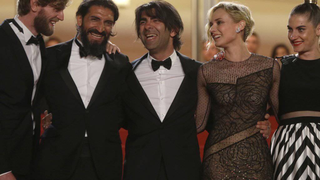 Regisseur Fatih Akin (Mitte) hat mit seinem NSU-Drama «Aus dem Nichts» gute Chancen auf eine Goldene Palme für den besten Film.