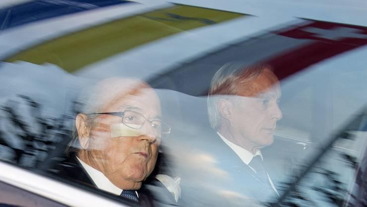 17. Dezember 2015: Sepp Blatter in Begleitung seines Anwalts Lorenz Erni.