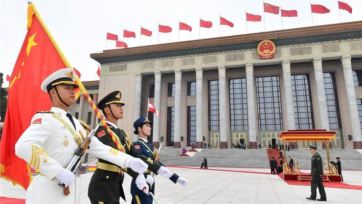 Begrüssung vor der Grossen Halle des Volkes in Peking: Pompöse Bühne für den zweiten Seidenstrassen-Gipfel.