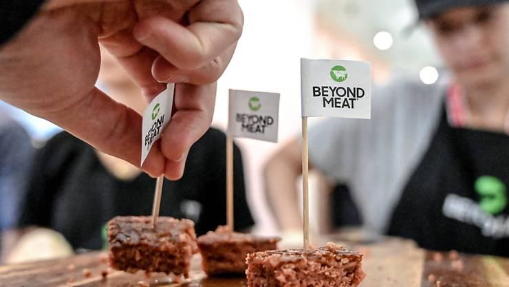 Der Hersteller von Fleischersatz-Produkten Beyond Meat hat im abgelaufenen Geschäftsquartal einen kleinen Gewinn erwirtschaftet. (Archivbild)