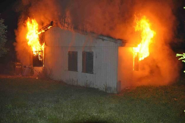 Das Feuer brach um 3 Uhr in der Früh aus