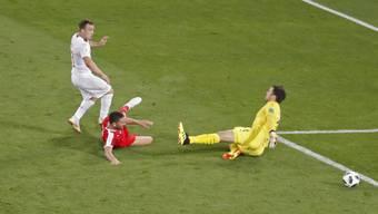Das Tor zur Premiere: Shaqiri schiesst das 2:1 für die Schweiz