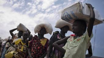 Frauen bei einer UNO-Nahrungsmittelverteilung in Bentiu, der Hauptstadt des südsudanesischen Bundesstaates Unity im Norden des von Hungersnöten geplagten Landes. (Archiv)
