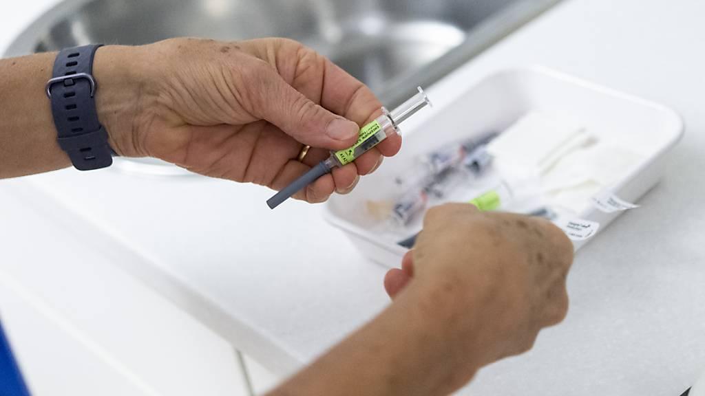 Fast 3,3 Millionen Menschen in der Schweiz sind bereits vollständig gegen das Coronavirus geimpft. (Themenbild)