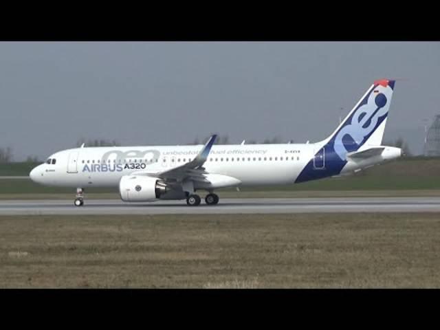 Takeoff des zweiten Airbus A320neo zu seinem Erstflug vom Flughafen des Airbus-Werks in Hamburg Finkenwerder am 25. März 2015