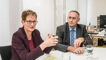 «Es gibt keine zwei Kantone, die bei der Entwicklung ihrer Verkehrsinfrastruktur derart eng zusammenarbeiten»: Die Regierungsräte Sabine Pegoraro (BL) und Hans-Peter Wessels (BS) demonstrieren Einigkeit.