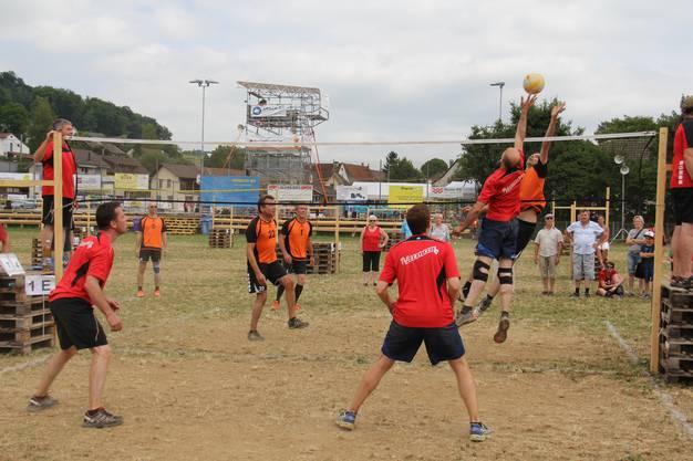 TV Ormalingen vs. Männerriege Tecknau beim Volleyball