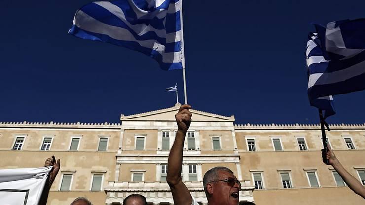 Griechenland braucht nach Ansicht des Euro-Rettungsschirms (ESM) vor 2020 kein frisches Geld. Im Bild Proteste gegen die Sparmassnahmen der griechischen Regierung. (Archiv)