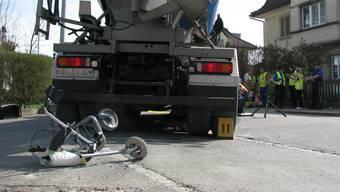 Senior mit Rollator von Lastwagen in Brugg überrollt und getötet