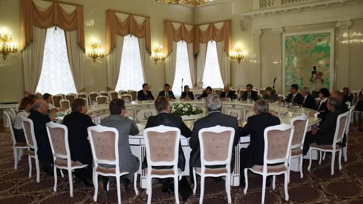 Die Delegationen von Basel und Moskau bei den Gesprächen im Moskauer Rathaus.