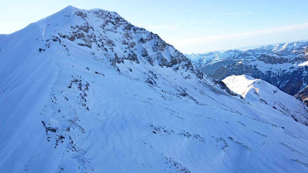 Zwei Skitourenfahrer abgestürzt –Ein Mann wird tot geborgen