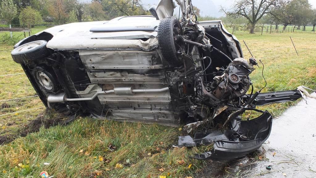 Der zerstörte Lieferwagen. Bild: Kapo SG
