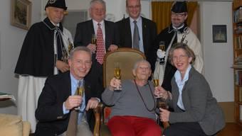 An ihrem 100. Geburtstag bekam Helene Stehle (im Sessel) viel Besuch. Am Sonntag wird sie 108 Jahre alt – und ist damit die älteste Baslerin. (Archiv)