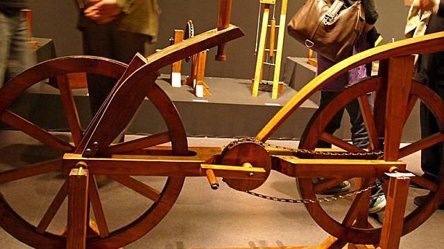 Fahrrad von Leonardo da Vinvi in Ausstellung in Paris (Archiv)