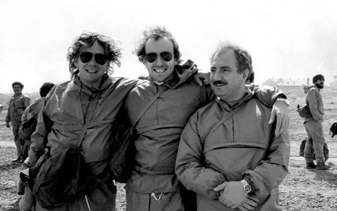Nahost-Korrespondent Michael Wrase (l) mit Journalisten-Kollegen an der iranisch-irakischen Front. Das Bild entstand 1983, drei Jahre nach Kriegsbeginn.