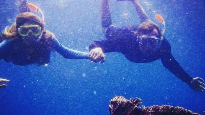 Kirsty und Ernesto Bertarelli tauchen Hand in Hand im Pazifik.