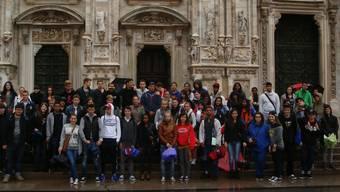 Die Berufslernenden der kantonalen Schule für Berufsbildung vor dem Dom in Mailand: «Das Wetter vermieste uns die Stimmung nicht.»ZVG