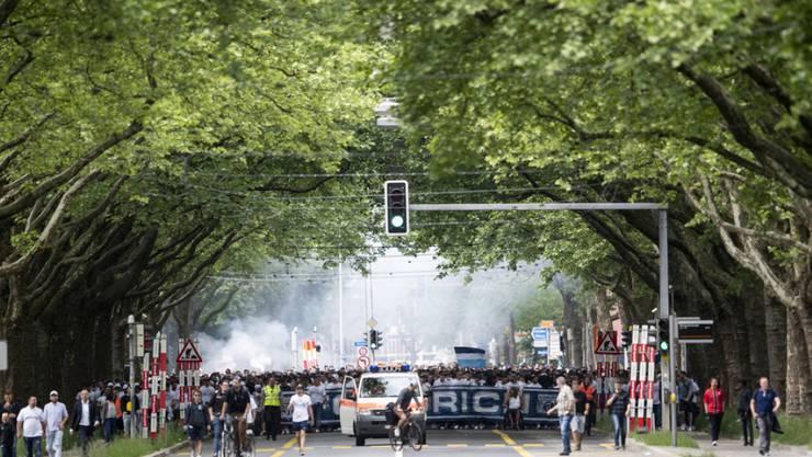Zürcher Fans auf dem Marsch zum Stade de Suisse am 27. Mai 2018 in Bern. (Archivbild)