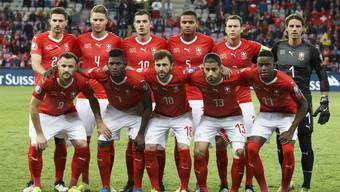 Switzerland's national soccer team players, top row from left, defender Fabian Schaer, defender Nico Elvedi, midfielder Granit Xhaka, defender Manuel Akanji, defender Stephan Lichtsteiner, and goalkeeper Yann Sommer; front row from left, forward Haris Seferovic, forward Breel Embolo, forward Admir Mehmedi, defender Ricardo Rodriguez, and midfielder Denis Zakaria, pose for photographers before the UEFA Euro 2020 qualifying Group D soccer match between Switzerland and Republic of Ireland, at the Stade de Geneve, in Geneva, Switzerland, Tuesday, October 15, 2019. (KEYSTONE/Salvatore Di Nolfi)