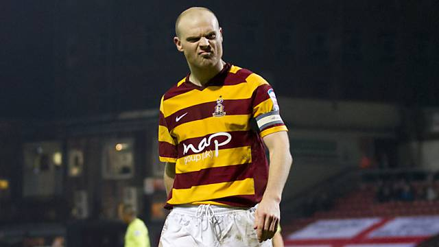 Grimmiger Blick: Bradford-Captain Gary Jones.
