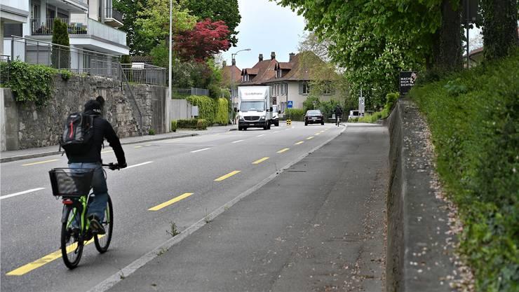 Die Aarauerstrasse (respektive Erlinsbacherstrasse) wird täglich von 11000 Fahrzeugen genutzt. Ueli Wild