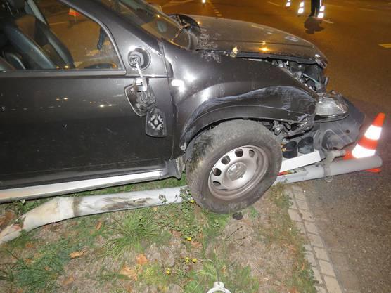 Die Unfallursache ist unklar. Der Lenker hatte rund 2 Promille im Blut. Er wurde beim Unfall verletzt.