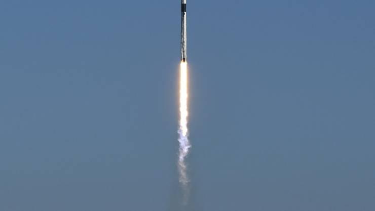 Die Falcon-9-Rakete beim Start vom US-Weltraumbahnhof Cape Canaveral in Florida.
