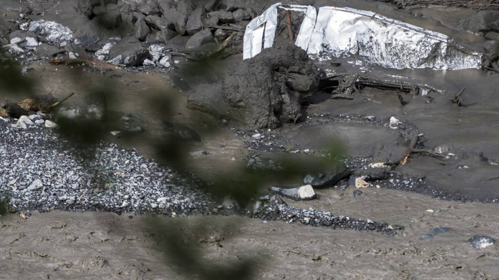 Bei einem Unwetter am 11. August 2019 in Chamoson VS wurde ein Auto mit einem 6-jährigen Mädchen und einem 37-jährigen Mann vom wild gewordenen Fluss Losentse mitgerissen. Am vergangenen Donnerstag wurde die Leiche des Mädchens gefunden. (Archivbild)