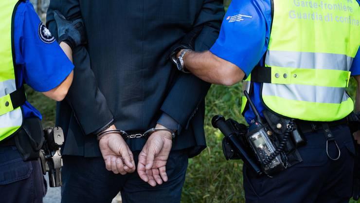 Die Grenzwache hat den Drogenschmuggler festgenommen und ihn der Baselbieter Polizei übergeben.