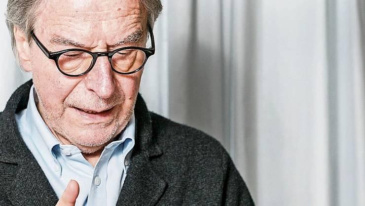 Schriftsteller Klaus Merz in seiner Wohnung in Unterkulm.
