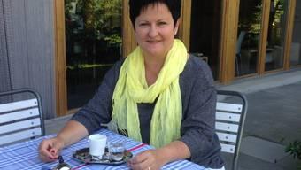 Die 52-jährige FDP-Politikerin Marianne Meister vor ihrem Zuhause in Messen.