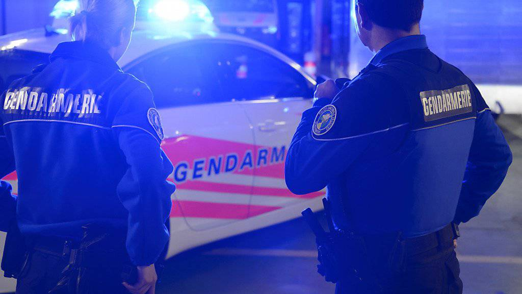 Trotz einer sofortigen Grossfahndung konnten die Täter nach dem Überfall auf einen Geldtransporter in der Waadt entkommen. (Symbolbild)