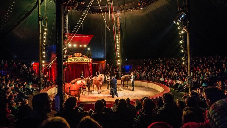 Eine Szene aus besseren Tagen: Das volle Circus-Royal-Zelt bei der Premiere in Weinfelden.