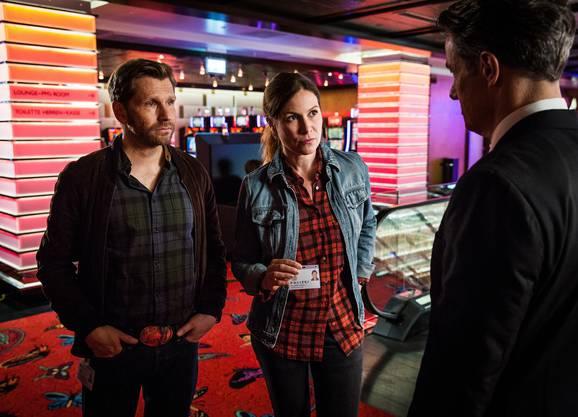 Anna-Maria Giovanoli und Reto Dörig befragen den Casino-Direktor.