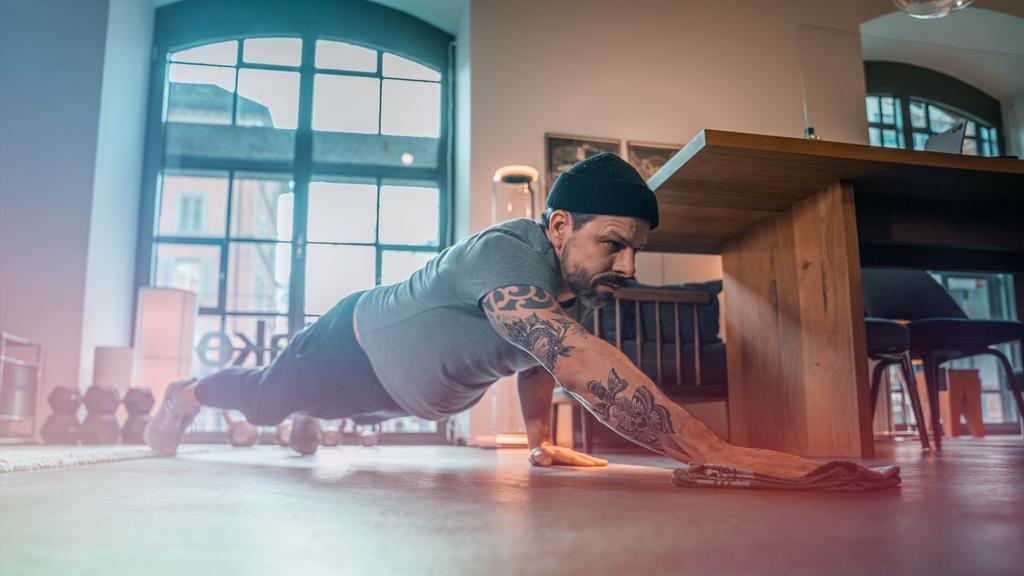 Fit bleiben zu Hause: Dieses Workout lässt dich schwitzen