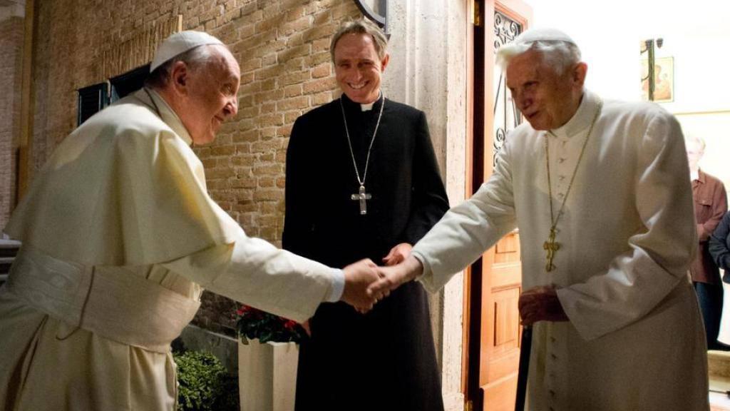 Seltener öffentlicher Auftritt: Der ehemalige Papst Benedikt XVI. feiert sein 65. Priesterjubiläum zusammen mit seinem Nachfolger Papst Franziskus. (Archivbild)