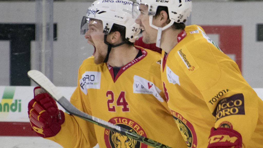 Zwei der Langnauer Torschützen: Brendan Shinnimin (li.) und Yannick-Lennart Albrecht