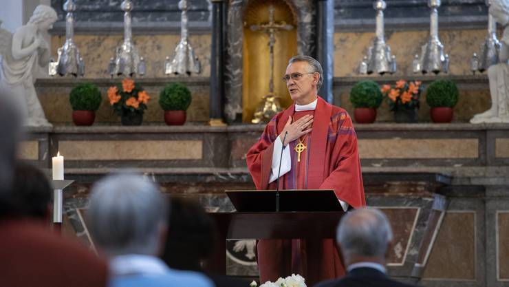 Bischof Harald Rein leitete den ersten Pfingstgottesdienst nach den Lockerungen der Corona-Massnahmen.