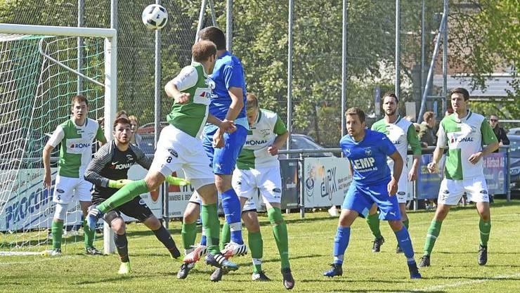 Der SC Fulenbach (in Blau) entschied das Gäuer Derby gegen den FC Härkingen für sich.