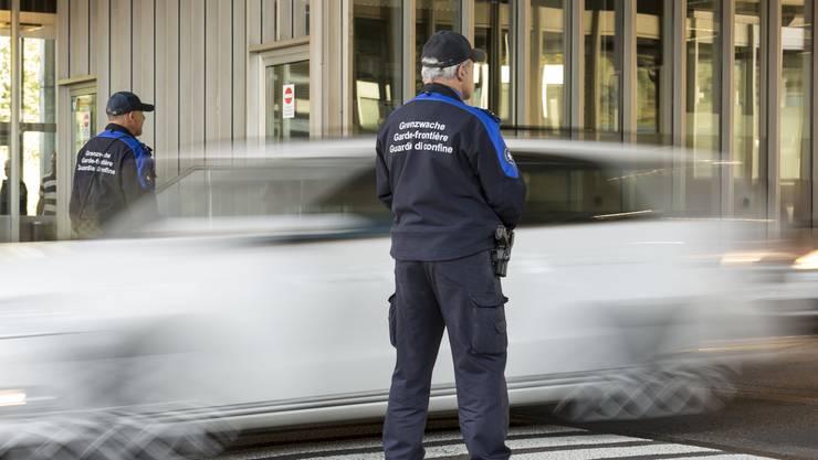 Die Durchsetzung der Pflicht bei Einreisenden auf dem Landweg wird nicht einfach.