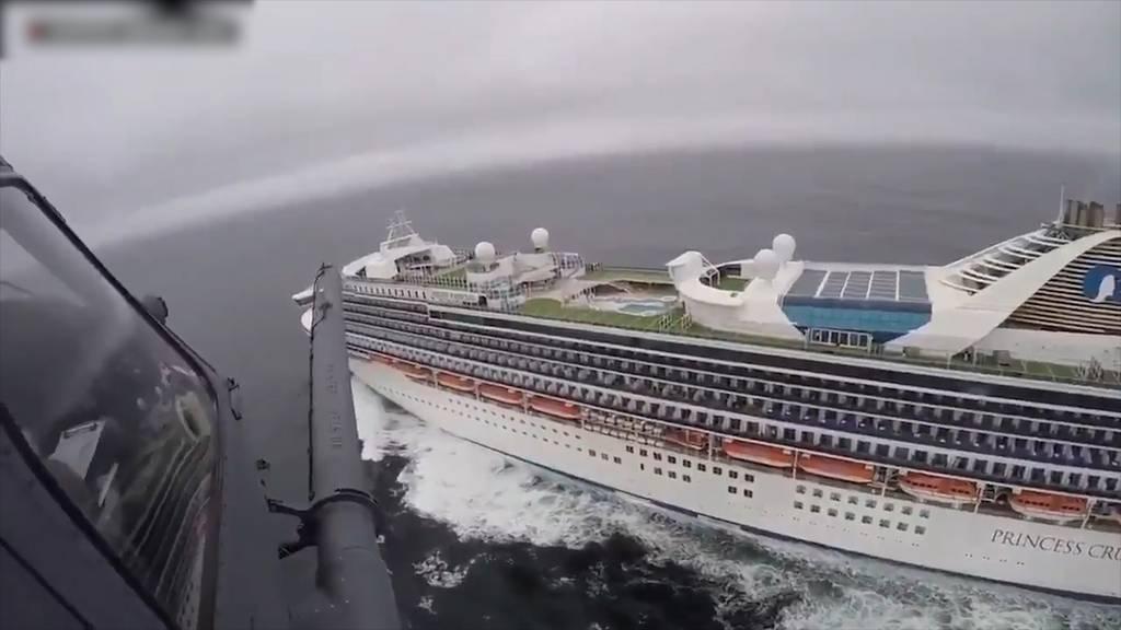 Kreuzfahrtschiff mit 21 Corona-Infizierten vor Küste gestoppt