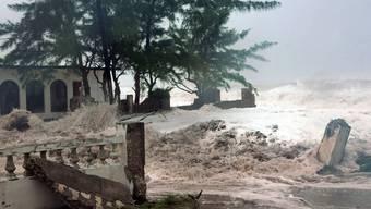 """An der jamaikanischen Küste hat """"Sandy"""" bereits Schäden angerichtet"""