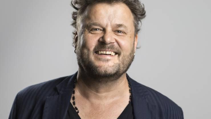 Patent Ochsner-Sänger Büne Huber strahlt übers ganze Gesicht: Im Alter von 53 Jahren wird er noch einmal Vater (Archiv)