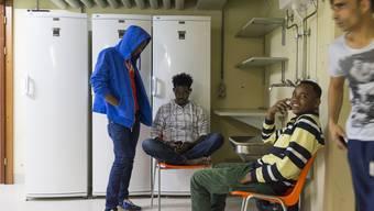 Wohnen im Keller: Ein Rundgang durch die Flüchtlingsunterkunft in der unterirdischen Operationsstelle des Spitals Muri.