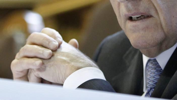 Für Finanzminister Hans-Rudolf Merz würde eine Parlamentarischen Untersuchungskommission (PUK) ungemütliche Zeiten bedeuten.