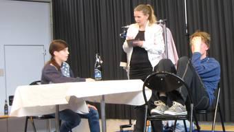 Szene aus der Aufführung mit dem Titel «Kids und Alk».