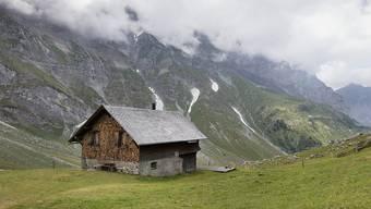 Auch abgelegene Alphütten sollen künftig von der digitalen Telefonie profitieren. (Archiv)